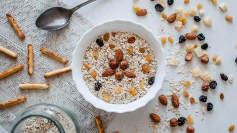 Zelfgemaakte granola voor een gezond ontbijt
