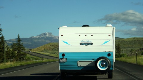 Binnen of buitenstalling voor je caravan of camper?