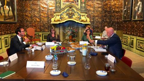 Grapperhaus bezoekt burgemeester en politie Harderwijk