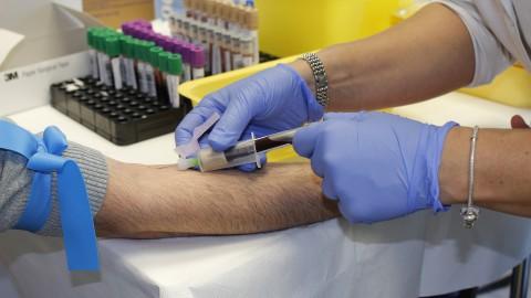 Ziekenhuizen in en rond stellen planbare operaties uit voor coronazorg