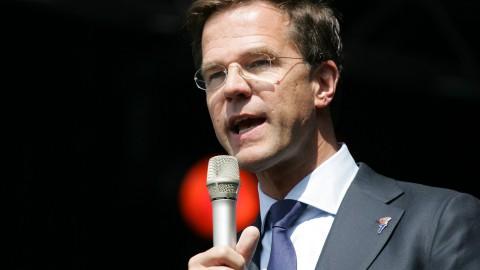 Rutte en De Jonge tijdens persconferentie: Blijf volhouden